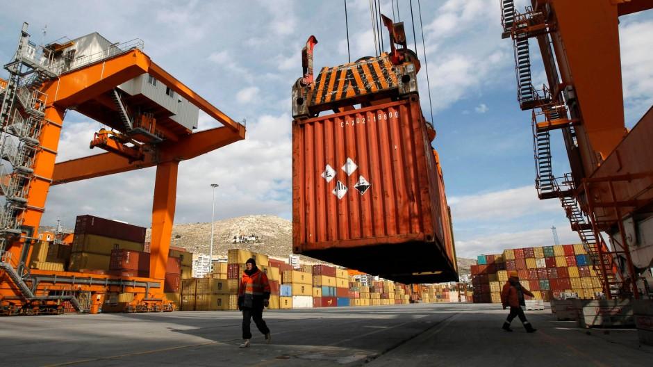 Im Hafen von Piraeus