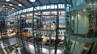 Die gläserne Manufaktur in Dresden: Hier wird noch bis Frühjahr 2016 der Phaeton hergestellt.