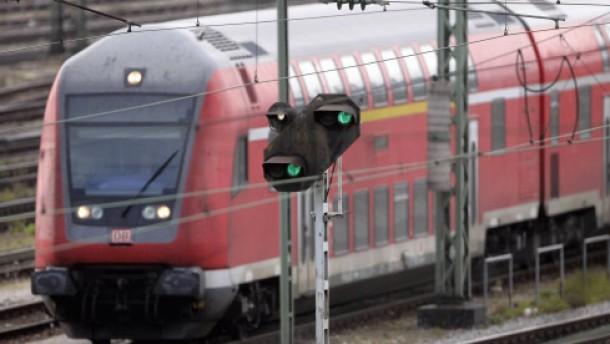 Weiter Streit um Bahnreform