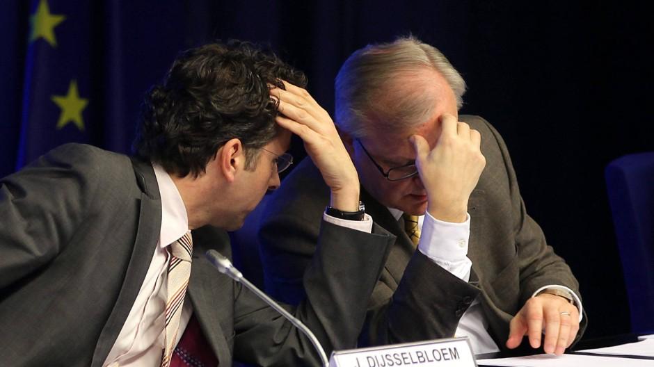 Grübeln: Eurogruppen-Chef Jeroen Dijsselbloem (l.) und EU-Währungskommissar Olli Rehn (r.)