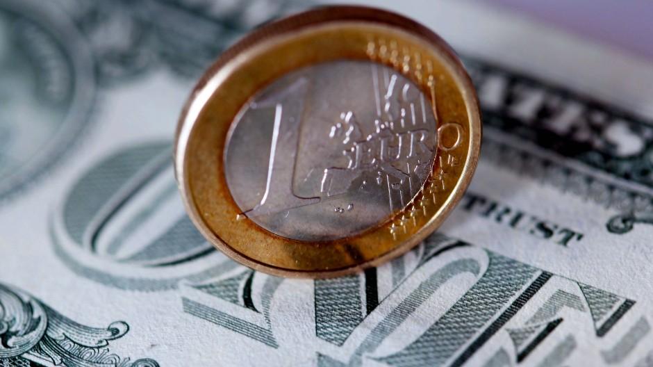 Ein Euro kostet nun wieder 1,20 Dollar.