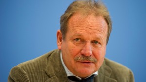 Bsirske will zehn Euro Mindestlohn