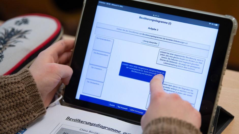 Nur drei Prozent der Befragten sind gegen Tablets im Unterricht.