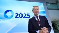 Spätestens im Jahr 2025 wolle VW eine Million Elektroautos pro Jahr verkaufen, sagte Herbert Diess, Vorstand bei Volkswagen.