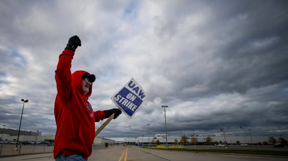 Streikender Mitarbeiter von GM.