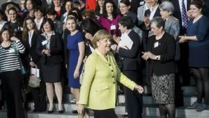 Mit gutem Beispiel voran: Kanzlerin Angela Merkel trommelt auf einer Konferenz im Oktober für mehr Frauen in Führungspositionen.