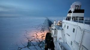 Containerschiff durchquert Nordostpassage