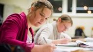"""""""Werden in deutschen Schulen keine Diktate mehr geschrieben?"""" - Die Erfahrungen unserer Autorin lassen dies jedenfalls vermuten."""