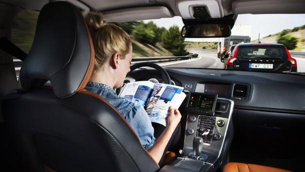 Selbstfahrende Autos erobern 2020 die deutschen Autobahnen