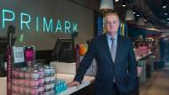 John Bason ist Finanzvorstand des irischen Textil-Discounters Primark.