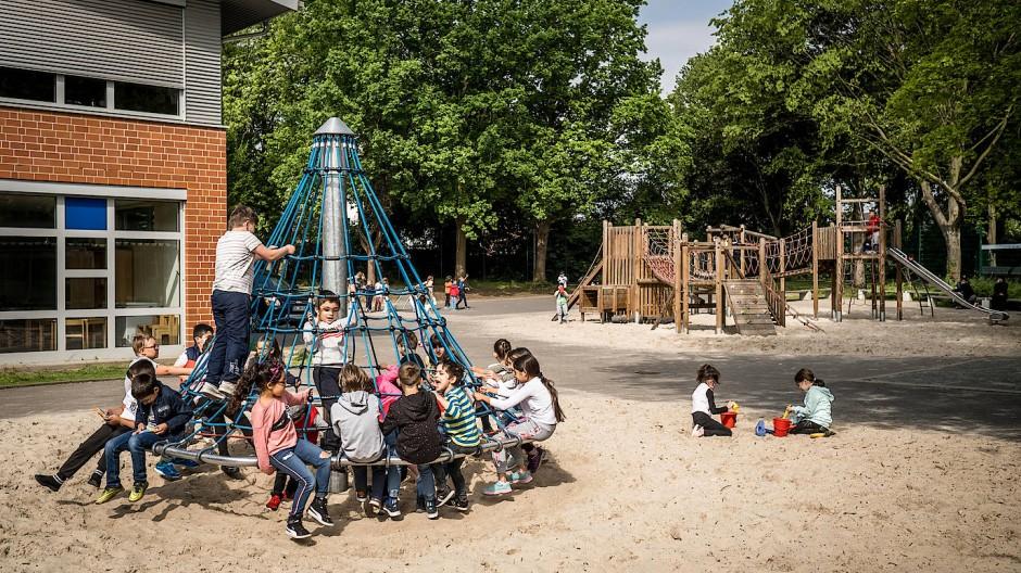 Pause an der Gemeinschaftsgrundschule Ahlener Mammutschule