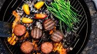 So schön Gemüse und die verschiedenen Fleischalternativen auch auf dem Grill aussehen: Schmecken sie auch? Vor allem junge Start-ups scheinen schmackhafte Ersatzprodukte entwickelt zu haben.