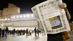 Jubel auf dem Petersplatz, die Glocken läuten