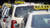 Taxiunternehmen kündigen Fahrern wegen Mindestlohns