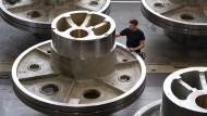 Maschinen- und Anlagenbauer fertigen wenige, aber dafür spezielle Produkte, deren Fertigung sich relativ schwierig digitalisieren lässt.