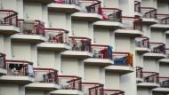 Runter da? Balconing ist ein seltsame und zuweilen tödliche Mutprobe.