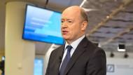 Noch einmal um mehr Geduld bitten kann der Vorstandsvorsitzende der Deutschen Bank, John Cryan, zwar; nur helfen wird es ihm nicht.