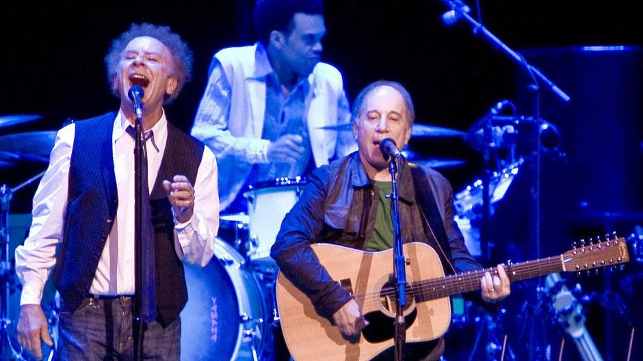 Art Garfunkel und Paul Simon (rechts) während eines Konzerts in Sydney im Oktober 2016