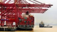Ein Handelskonflikt zwischen China und Amerika könnte auch hier Folgen haben: Der Hafen im chinesischen Ningbo