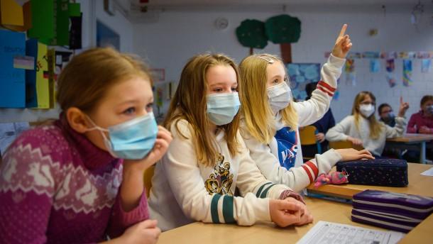 Lehrerverband will Mundschutz in Schulen behalten