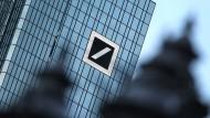 Bei der Deutschen Bank sollen insgesamt rund 9000 Stellen wegfallen.