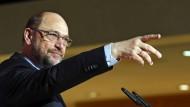 Schneidet in aktuellem Umfragen überraschend gut ab: Martin Schulz trat am Freitag auf einer Juso-Konferenz in Berlin auf.