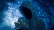 Cyberkriminelle zeigen ihr Gesicht selten – doch sie erbeuten reale Daten.