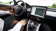 Autonom fahrende Autos werden schon auf deutschen Autobahnen getestet.