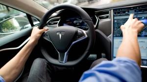 Tesla-Autopilot gefährdet angeblich den Verkehr