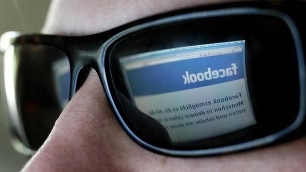 Studie: Jugendliche sehen Facebook und Co. kritischer als angenommen
