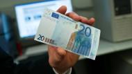 Da ist er ja! Der Chef vermisste einen 20-Euro-Schein – und es war unangenehm.
