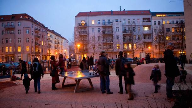 Prenzlauer Berg - In dem Berliner Stadtteil wurde in der Hans-Otto-Straße der neuen Spielplatz mit dem Namen 'Ein Traum' eröffnet .