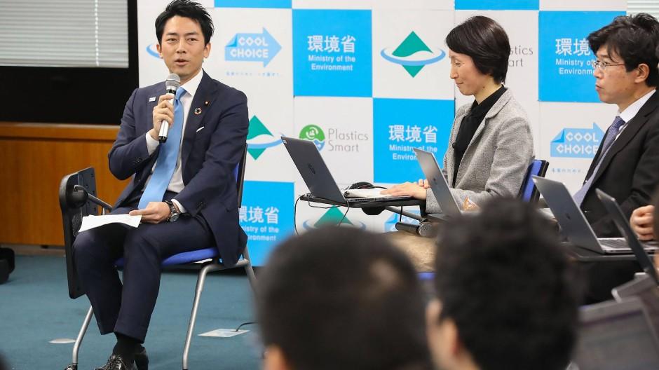 Um die japanische Arbeitskultur zu verändern, bedarf es auch der Anstrengungen von oben, sagte Koizumi.