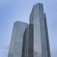 Etwas weniger als 5 Milliarden Euro will die Deutsche Bank ausgeben, um damit eigene Anleihen zurück zu kaufen.