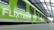 """Der """"Flixtrain"""" rollt"""