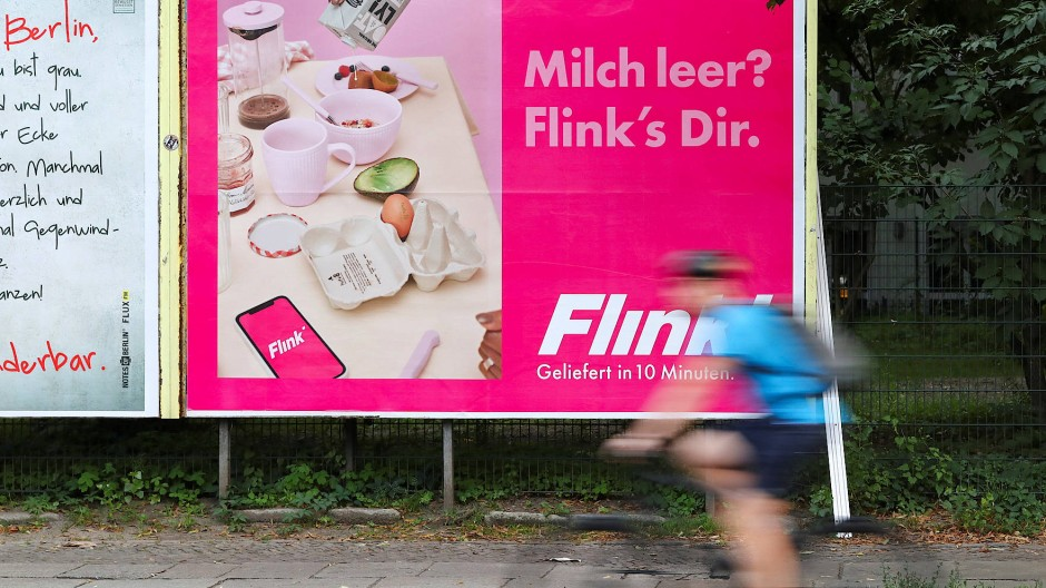 Kaum zu übersehen: Flink-Werbung an einer Plakatwand