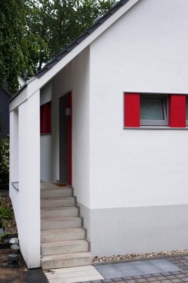 bilderstrecke zu neue h user 2012 haus bletgen ein haus sieht rot bild 3 von 9 faz. Black Bedroom Furniture Sets. Home Design Ideas