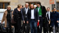 Schon für sich eine bunte Truppe: Die Grünen auf dem Weg zu den Sondierungsgesprächen.