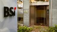 Nach Bankenschließung geht in Singapur Angst um