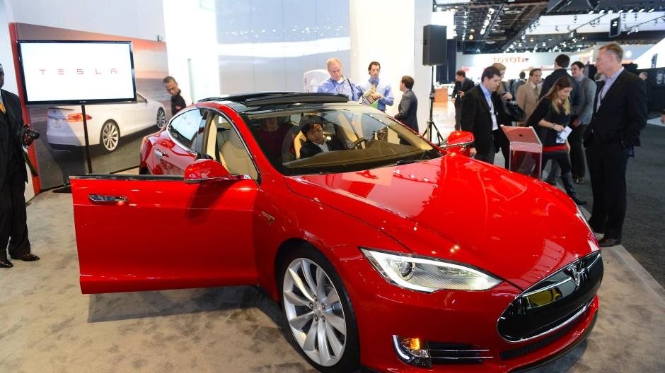 Vom Rückruf betroffen: Tesla Model S aus dem Jahr 2013 auf der Automesse in Detroit