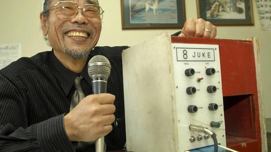 Daisuke Inoue mit seiner Erfindung