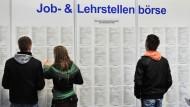 Welcher Arbeitgeber soll es werden? Junge Menschen achten bei der Stellensuche verstärkt auf die Arbeitszeiten.
