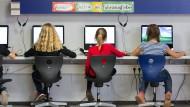 In dem Streit um den Digitalpakt zwischen Bund und Ländern werden vor allem die Schüler die Leidtragenden sein.