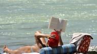 Ein Extra für die Urlaubskasse sorgt zuweilen für noch entspanntere Stunden am Strand.