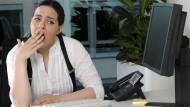 Wenn der Beruf zum Gähnen ist: Überraschend viele Beschäftigte fühlen sich gelangweilt.