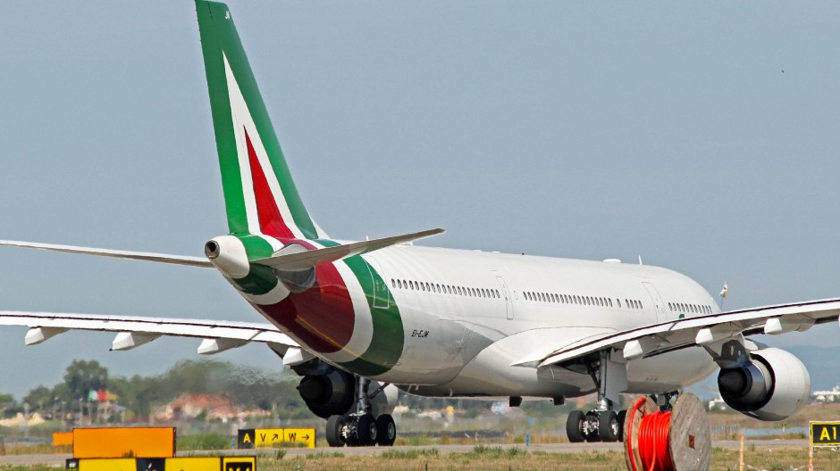 Eine Alitalia-Maschine auf dem Leonardo da Vinci -Flughafen