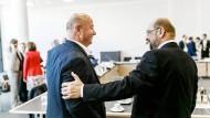 Frankfurter Gespräche: Martin Schulz (rechts) und Daimler-Konzernbetriebsrat Michael Brecht beim Treffen zur Lage der Automobilindustrie.