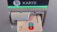 Sparkassen-Geldautomaten werfen wieder Geld aus
