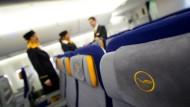 Streitfall Lufthansa: Es geht um die Betriebsrenten von Flugbegleitern und Piloten.