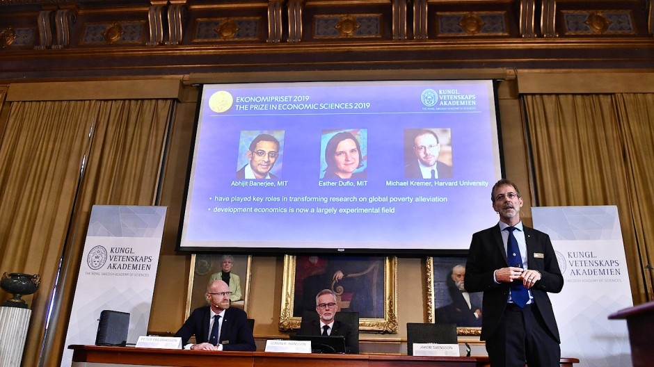 Der Wirtschaftsnobelpreis in diesem Jahr geht an Esther Duflo aus Frankreich, Abhijit Banerjee aus Indien und den Amerikaner Michael Kremer.